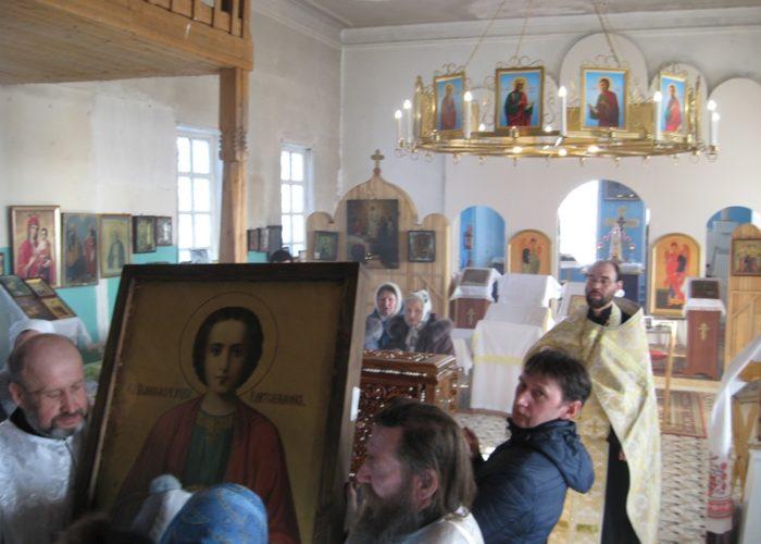 Святой Пантелеимон посетил Сретенский храм